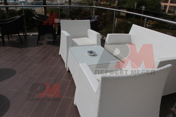 Маси и столове от бял ратан за къща